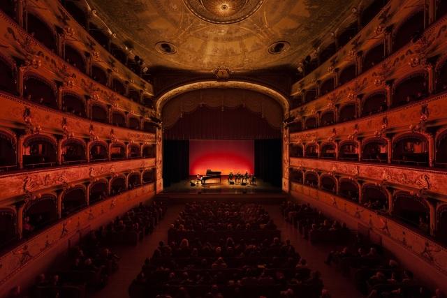 Concertul Blind Date -lumina dincolo de întuneric