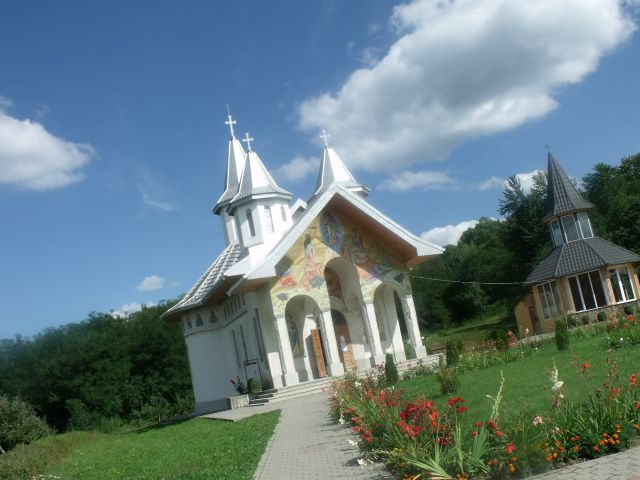 Catre biserica Pacea lumii - Bucium - Tara Fagarasului