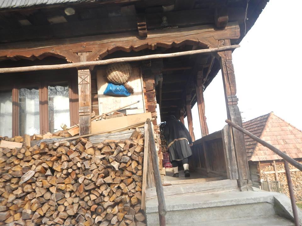 Maramuresul rural-casa traditionala foto iexplore ixpr