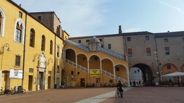 Ferrara - una dintre ..piazza