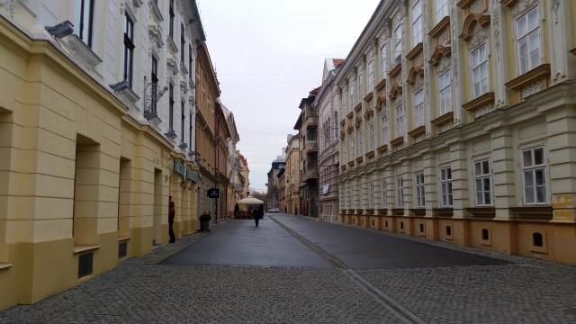 Strada in centrul Vechi al Timisoarei între piata Victoriei si Libertatii