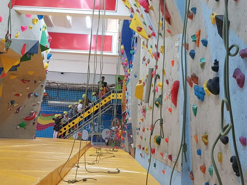 centru de escalada climb again - pereti catarare
