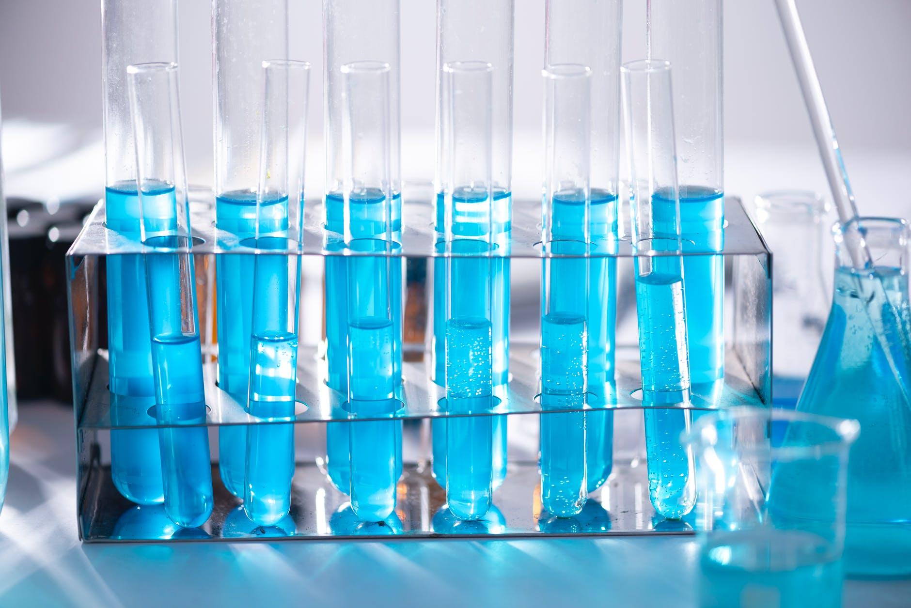 Alege un producator cutie izoterma pentru ca serul fiziologic sa ajunga cu bine in farmacii
