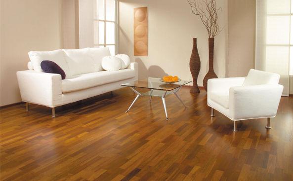 Amenajari interioare: parchet din lemn ca pentru o casa din reviste