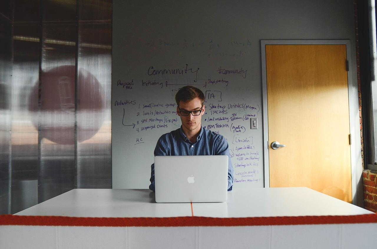 Ce trebuie să știi înainte de a te lansa în propria afacere