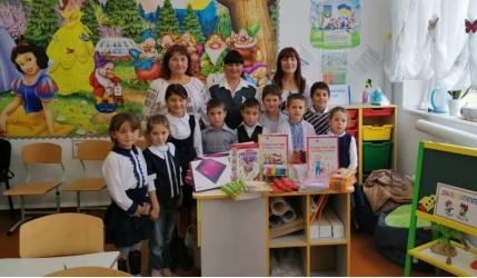 Tablete gratute pentru copiii etnici romani din sudul Basarabiei care  studiaza in clase cu predare in limba romana