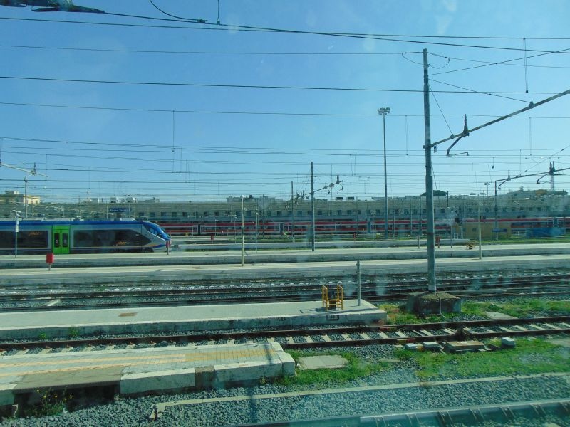 Tren in gara la termini - in drum spre Pisa